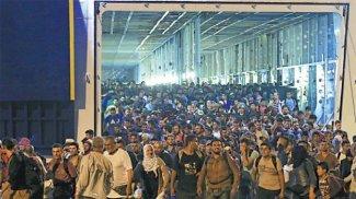 refugees-piraeus